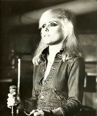 Debbie Harry UNSIGNED photograph - L2952 - On stage in the 1980s - NEW IMAGE!!!