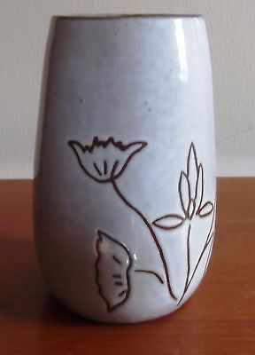Studio vase white with simple pattern
