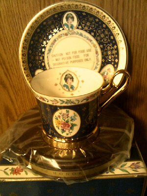 RHTF AVON 1995 Honor Society Mrs Albee Cup & Saucer with wood display-New in Box