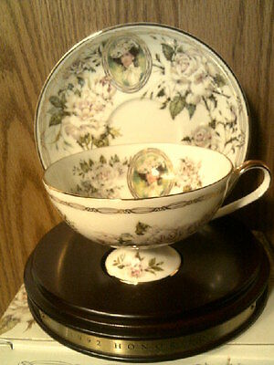 RHTF AVON 1992 Honor Society Mrs Albee Cup & Saucer with wood display-New in Box
