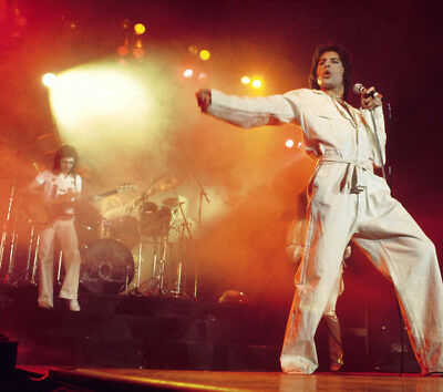 Freddie Mercury UNSIGNED photograph - L3120 - On stage, Madison Square Garden