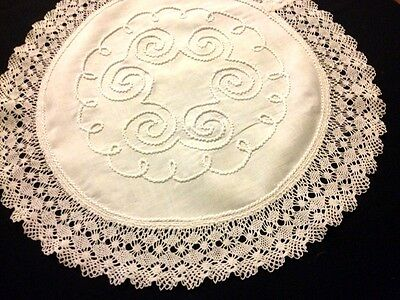 """Gorgeous HM Embroidered Bobbin Type Lace Linen Round Doily, Tablecloth 19"""" dia"""