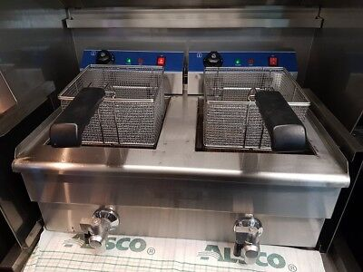 Commercial bench Fryers 2x10LT fryers connected bench top