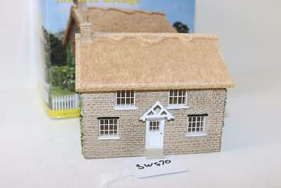 """Hornby Skaledale OO 1:76 R8976 Yew Tree Cottage """"Mint"""" FNQHobbys SW570"""
