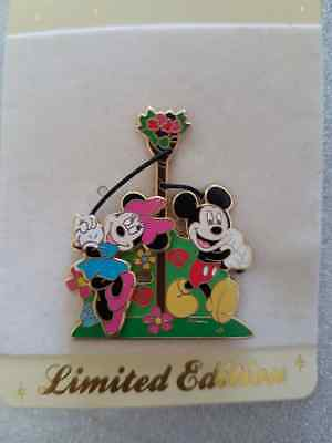 Disney Store UK - Mickey & Minnie - Maypole Dancing 2010 - LE800 Pin