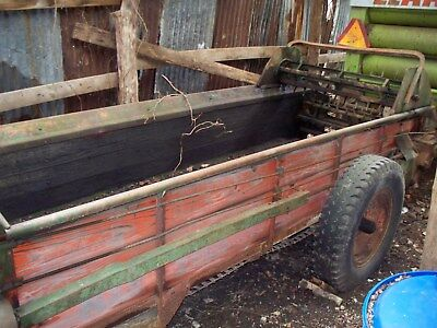 Manure Spreader New Idea No.19 (Number 19, used manure spreader)