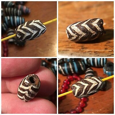 PERFECT 18mm ANCIENT ISLAMIC GLASS BEAD TRAILED FEATHER CHOCOLATE BROWN WHITE NR
