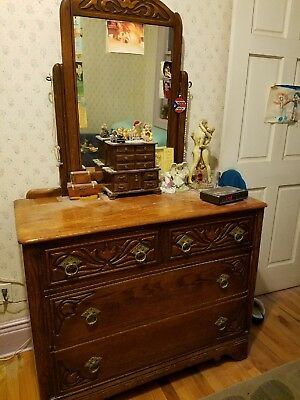 Vintage Chest of drawers. 4 drawers. With Vanity and etchings in wood