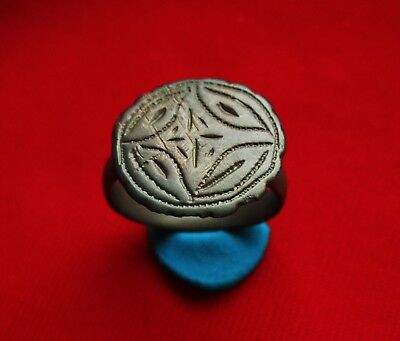 AMAZING Ancient ROMAN SILVER MUSEUM QUALITY ENGRAVED RING .