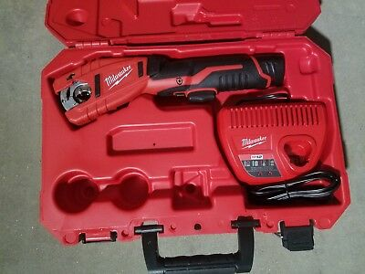 Milwaukee 2471-21 M12 Copper Tubing Cutter Kit
