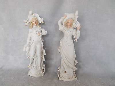 Couple de figurines en biscuit de porcelaine