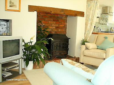 Mon 23rd April MIDWEEK Escape - Romantic Holiday Cottage - OWN HOT TUB