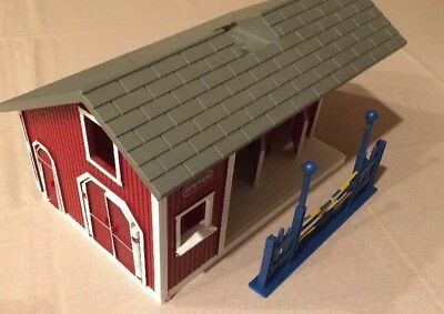 """BREYER Stablemates Red HORSE BARN Farm STABLE Toy Pretend Play Kids 9""""x11"""" Stall"""