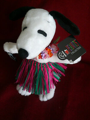 Snoopy- Applause Hawaiian Plush Grass Skirt Garland- Peanuts.
