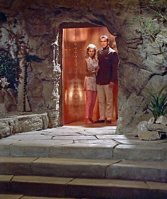 Dr. No UNSIGNED James Bond photograph - L5688 - Sean Connery and Ursula Andress