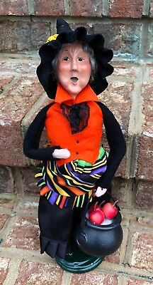 Byers' Choice Caroler Halloween Witch With Cauldron of Apples