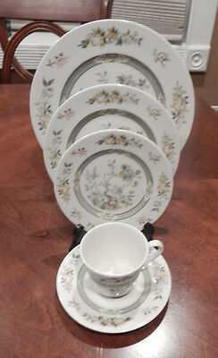 """Royal Doulton """"tonkin"""" 5 Piece Place Setting (S) Made In England T.c.1107"""