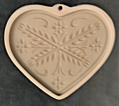 2000 The Pampered Chef Anniversary Heart Cookie Mold Stoneware, Made in U.S.A,