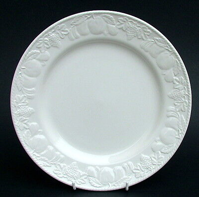 BHS Barratts Lincoln Pattern White Embossed Dinner Plates 25.5cm Look in VGC