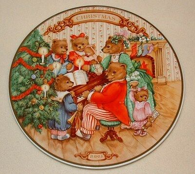 "1989 Avon Christmas Plate ""Together For Christmas"" Porcelain  Plate 22K Gold"