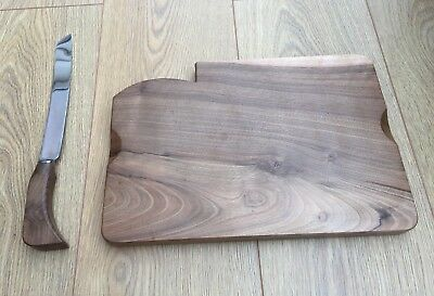J.E Pricket And Son 1963 vintage wooden bread board In Excellent Condition