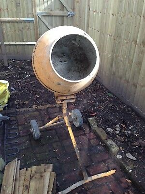 240v Cement Mixer. Good clean condition. With stand. No reserve.