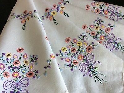 Gorgeous Vintage Linen Hand Embroidered Tablecloth ~ Lovely Daisy Chains/posies