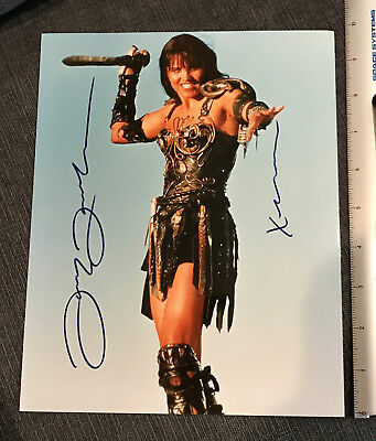 XENA AUTOGRAPH-Lucy Lawless 8x10 PHOTO- with COA