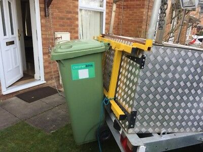 Wheelie bin cleaning trailer