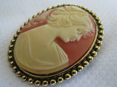 Vintage AGED GOLD TONE BROOCH PIN Victorian LADY CAMEO Very Nice BEADED EDGE