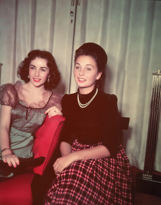 Jean Simmons and Elizabeth Taylor UNSIGNED photograph - L7080 - In the 1950s