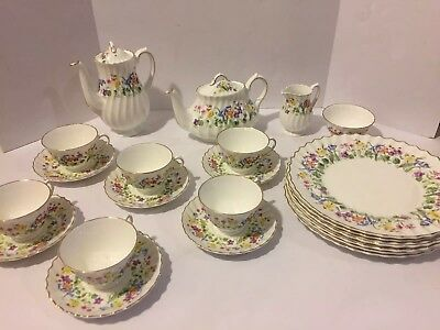 Vintage Royal Doulton Easter Morn Bone China Service For 6 Luncheon Tea Set