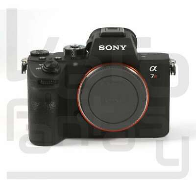 Genuino Sony Alpha a7R III Mirrorless Digital Camera Body Only