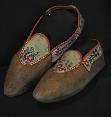 1790-1820 Red River Cree Metis Native American Indian silk embroiderd moccasins