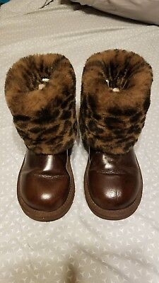 Kids brown Uggs boots size 1 us