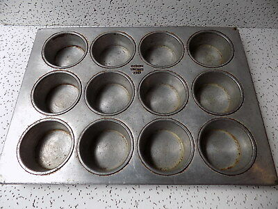 Chicago Metallic 337F Commercial Industrial 12 Muffin Cupcake Bread Pan