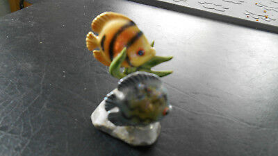 """Vintage Ceramic TROPICAL FISH FIGURINE w/ 2 fishes blue yellow 2""""H - signed HR"""