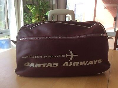 QANTAS AIRWAYS Bag, 1960s-70s? Vintage, No rust. 2 Zips