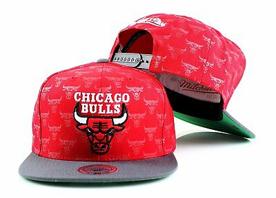 info for 8db2f a5ab5 Mitchell   Ness Chicago Bulls Repeat Logo Snapback Red