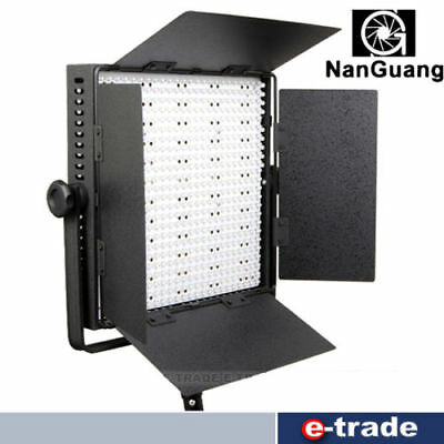 Bicolor LED panel lamp NanGuang CN-1200CSA with 1200 LEDs / 10800 lux video