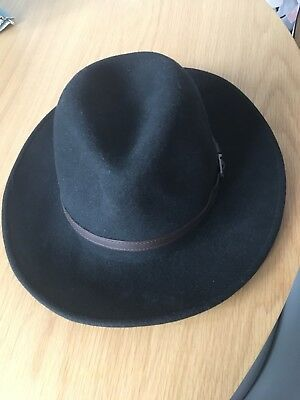 VINTAGE P J POWELL MONTANA BLACK FEDORA TRILBY - Medium Size In Great Condition