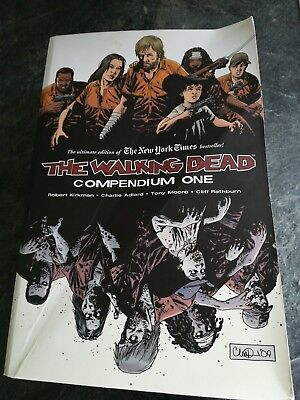 graphic novel The Walking Dead compendium one