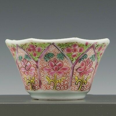 Nice Chinese Famille rose octagonal tea bowl, flowers, 18th ct.