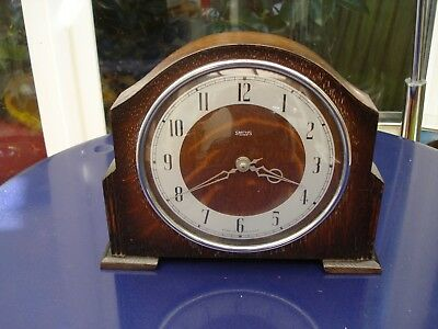 Vintage Art Deco Oak cased Smiths 30 hr wind up mantle clock