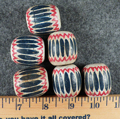 (1) Old Red White & Blue False Chevron Huron Indian Trade Beads Fur Trade