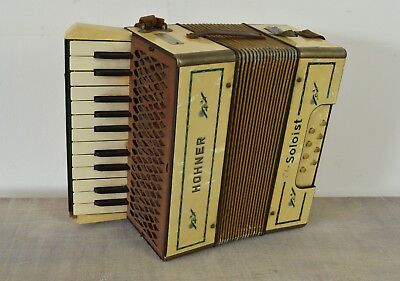 Hohner piano accordion - The soloist - Steel reeds - Cream pearlescent finish