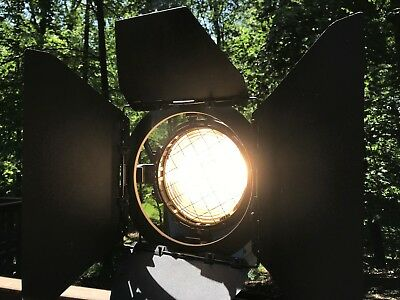 ARRI 2k Fresnel 2000w Light with Barndoors & Bub Studio