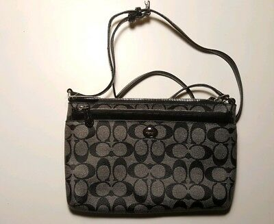 COACH Peyton Signature Swingpack F52175 Black and Gray