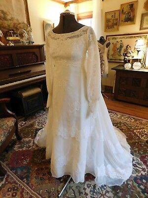 Beautiful Vintage Organza And Chantilly Lace Wedding Gown Long Sleeve Size 4