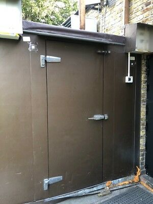 Walk in industrial fridge freezer 8ft by 12ft approx size 2 compartments
